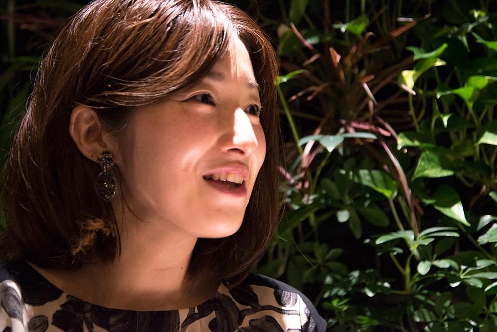 倉田 沙友里さま。酒類業界の仕事柄、体型キープとストレスフリーに気を遣う日々